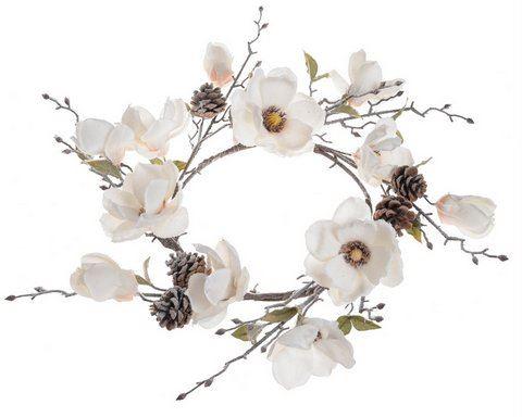 Wianek z osniezona magnolia